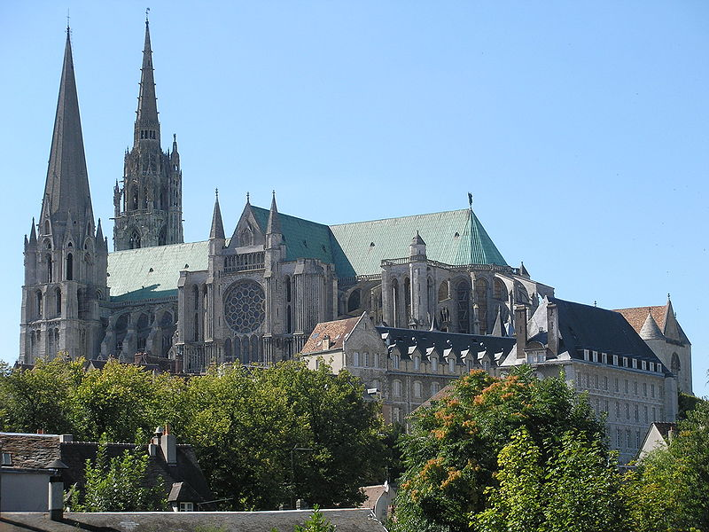 800px-Chartres_cathedral.jpg
